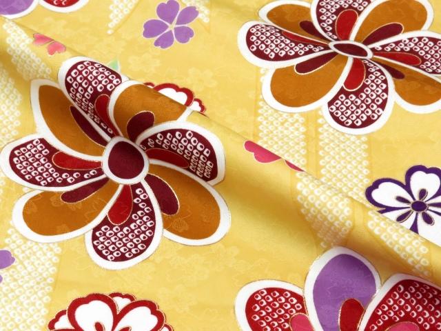 画像4: 卒業式 袴セット 古典柄の小振袖(二尺袖の着物)【薄黄、矢羽根と花】と無地袴「明るいエンジ」
