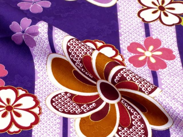 画像4: 卒業式 袴セット 古典柄の小振袖(二尺袖の着物)【紫、矢羽根と花】と無地袴「明るいエンジ」