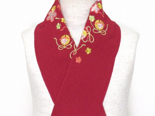 画像2: 七五三の着物に 女の子用 刺繍入りの半衿(合繊)【エンジ 梅に鈴】