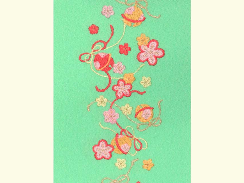 画像4: 七五三の着物に 女の子用 刺繍入りの半衿(合繊)【黄緑 梅に鈴】