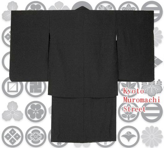 画像2: 七五三着物 五歳男の子用黒紋付き(合繊)と縞袴のフルセット【黒、子持ち縞袴】