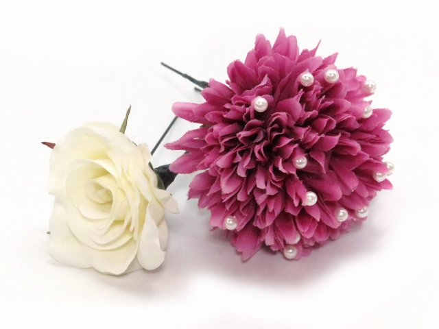 """画像3: 卒業式や成人式など、フォーマルな装いに """"Sumika"""" プロ仕様のオリジナル花髪飾り 【赤紫 ピオニーにマム ヘザ 房付き】3点セット"""
