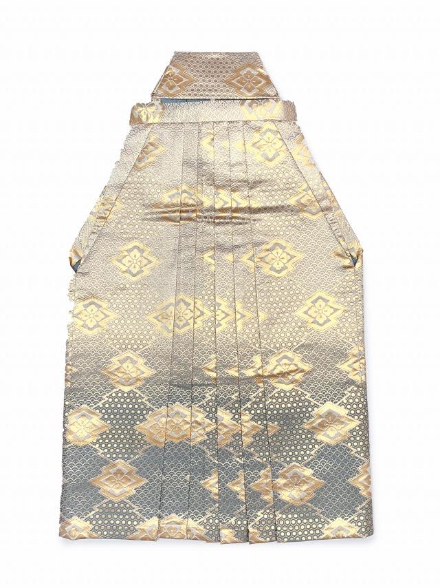 画像2: 七五三 5歳 男の子用 金襴袴【白銀&グレー、亀甲と華様紋】と小物の7点セット