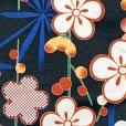 画像2: 洗える着物 袷 小紋 hiromichi nakano(ナカノ ヒロミチ) Mサイズ 単品【黒地、桜と麻の葉】 (2)