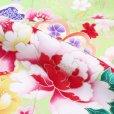 画像8: 七五三 着物 7歳 女の子用 絵羽柄の子供着物(合繊) 日本製【黄緑 牡丹にねじり桜】