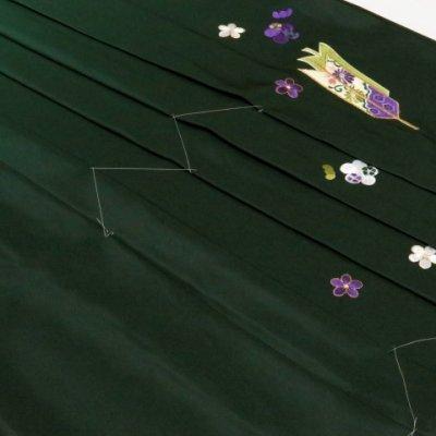 画像2: 卒業式 袴 女性用 刺繍入りぼかし袴【濃淡緑、矢羽根・梅】[S/M/L/2Lサイズ]