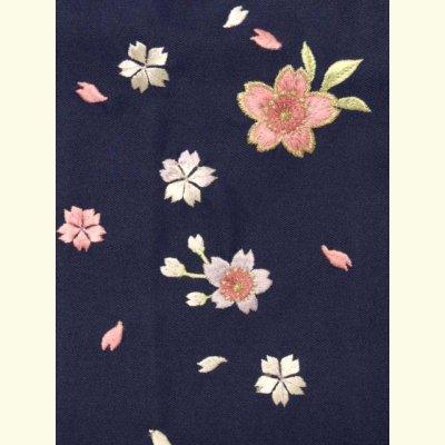 画像3: 卒園式 入学式 七五三 に 7歳女の子用 桜刺繍の子供袴【紺】 紐下丈70cm(120サイズ)