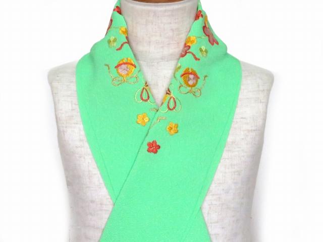画像2: 七五三の着物に 女の子用 刺繍入りの半衿(合繊)【黄緑 梅に鈴】