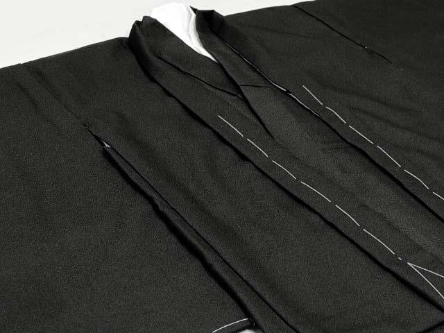 画像3: 七五三着物 五歳男の子用黒紋付き(正絹)と縞袴のフルセット【黒 石持、子持ち縞袴】