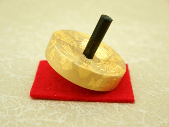 画像2: お正月の飾りに 京都の伝統工芸 匠の手作り*京こま*中サイズ(箱入り)【金銀】2個セット