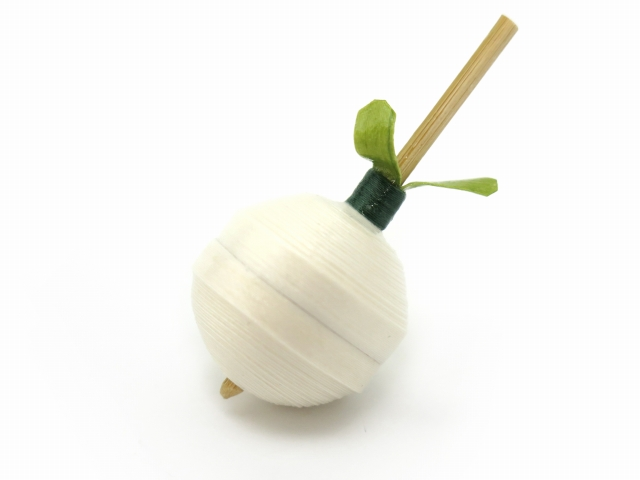 画像2: 京独楽(こま) 京都の伝統工芸品 京野菜コマ【聖護院だいこん】